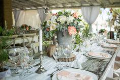 Rustic wedding design| Guest table decoration| Floral centerpieces| Venue Kukua Punta Cana| Design Begokua