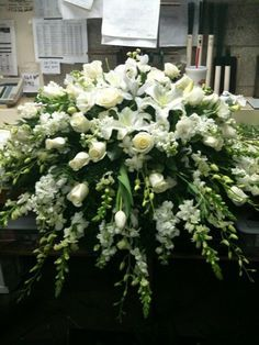 Rose Garden Florist - Paducah Kentucky all white casket spray memorial flowers funeral flowers Casket Flowers, Altar Flowers, Church Flowers, Funeral Flowers, Top Flowers, Flowers Garden, Arrangements Funéraires, Funeral Floral Arrangements, Large Flower Arrangements