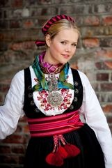 Beltestakk Almankas Bo i Telemark Folk Costume, Costumes, Going Out Of Business, Medieval Dress, Traditional Dresses, Norway, All Things, Scandinavian, Amazing People