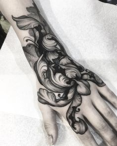japanese tattoos meaning Hand Tattoos, Flower Tattoos, Body Art Tattoos, Tattoo Fleur, Filigree Tattoo, Piercing Tattoo, Piercings, Jagua Henna, Forearm Tattoo Men