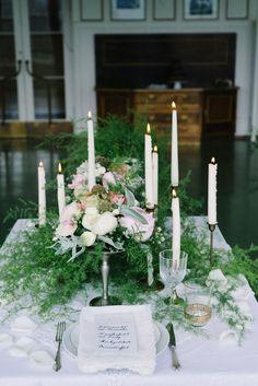 Hochzeitsinspiration: Die Luft ist wie Champagner @belle & sass http://www.hochzeitswahn.de/inspirationsideen/hochzeitsinspiration-die-luft-ist-wie-champagner/ #wedding #green #tabledecor