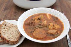 bouillon-bouyon Haitian Food Recipes, Creole Recipes, Island Food, C'est Bon, Cheeseburger Chowder, Hummus, Quelque Chose, Cooking, Ethnic Recipes