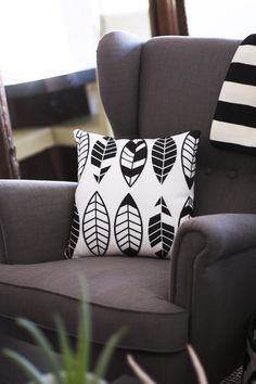 Shutterfly Pillows with feather pattern Diy Pillows, Custom Pillows, Cushions, White Home Decor, Diy Home Decor, Feather Pattern, Diy Arts And Crafts, Diy Crafts, Diy On A Budget