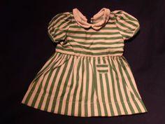 alte-Puppenkleidung-altes-gruen-weiss-gestreiftes-Kleid