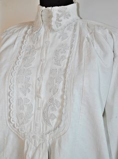 Vintage Romanian / Transylvanian embroidered white by Medreana