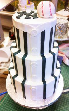 A New York Yankees baseball cake! Baseball Desserts, Baseball Wedding Cakes, Yankee Cake, Groomsman Cake, Sports Themed Cakes, Sports Wedding, Sport Cakes, Cooking Cake, Bakery Cakes