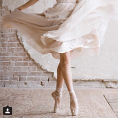 Ballerin in pointe shoes ballet photography Shall We Dance, Lets Dance, Dance Photos, Dance Pictures, Tumblr Ballet, Tutu, Dance Like No One Is Watching, Ballet Photography, Ballet Beautiful