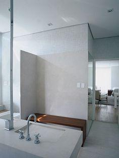 Banheiro em Mármore, Pastilhas e Madeira