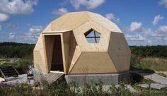 Kuplerne fås i tre forskellige størrelser og er forholdvis nemme at montere. Den lille kuppel kan monteres med håndkraft på to timer, hvor den store kuppel tager 6 timer at bygge. Foto: Easy Domes