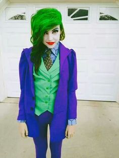 Scaring people on Halloween is one of the most fun things that you can do on this holiday. Dressing up like a character, such as the Joker, is a great way to do this. Joker Halloween Costumes can o… Halloween Kostüm Joker, Halloween Cosplay, Diy Halloween, Halloween Costumes, Women Halloween, Happy Halloween, Female Joker Costume, Joker Cosplay Costume, Diy Costumes