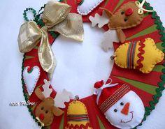 Guirlanda de Natal com base em mdf e apliques de feltro.