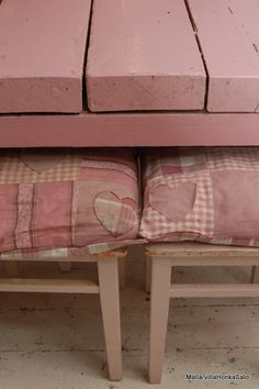Shabby Pink Stools and Table with Patchwork Cushions Shabby Chic Pink, Shabby Chic Style, Pink Love, Pretty In Pink, Cute Cushions, Love Your Home, Dusty Pink, Pastel Pink, Everything Pink