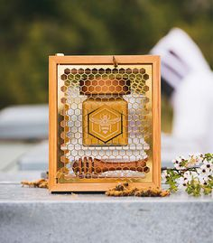 UMF Manuka honey accounts for just of the total annual Manuka honey harvest, each year, making it an extremely rare find. Honey Packaging, Glass Packaging, Packaging Design, Wood Box Design, Honey Store, Honey Logo, Honey Brand, Honeycomb Pattern, Beekeeping