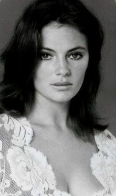 French Beauty, Classic Beauty, Jacqueline Bissett, Bond Girls, Classic Movie Stars, Classic Actresses, Celebrity Portraits, Female Stars, Keith Richards
