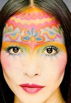 maquiagem inspirada no movimento FLOWER POWER dos anos 60
