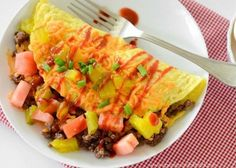 Cheeseburger Omelette - Ingredients Of A Fit Chick Bison Recipes, Meat Recipes, Gluten Free Recipes, Low Carb Recipes, Protein Packed Breakfast, Breakfast Recipes, Dinner Recipes, Chicke Recipes, Keto