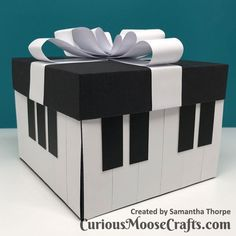Cool Paper Crafts, Paper Crafts Origami, Diy Crafts For Gifts, Simple Birthday Cards, Handmade Birthday Cards, Piano Crafts, Moose Crafts, Exploding Gift Box, Musical Cards