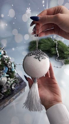 1 million+ Stunning Free Images to Use Anywhere Beaded Christmas Ornaments, Handmade Christmas Decorations, Easy Christmas Crafts, Christmas Projects, Christmas Tree Toy, Free Images, Doorway, Holidays, Simple Christmas Crafts