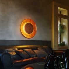 Ein #Traum aus #Kupfer: diese #Wandleuchte steht für das edle #Wohnen. Lass dich auf deinem Ledersofa nieder - und genieße den Abend!