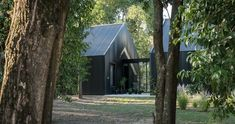 morini black house, 'la negrita,' is nestled among a forest in argentina Modern Barn House, Barn House Plans, House Cladding, Facade House, Bungalow House Design, Cottage Design, Summer House Interiors, Black House Exterior, Exterior Homes
