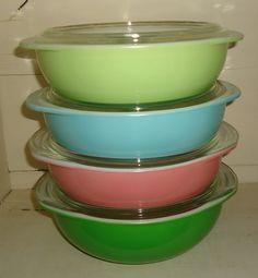 pyrex casserole i have 2 light green but no lids Pyrex Vintage, Vintage Bowls, Vintage Kitchenware, Vintage Glassware, Antique Dishes, Vintage Dishes, Fancy Dishes, Kitchen Dishes, Kitchen Items