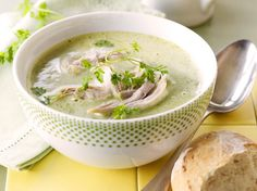 Chicken soup with chervil (Libelle Lekker!) Chicken soup with chervil (Libelle Lekker! Dutch Recipes, Soup Recipes, Diet Recipes, Cooking Recipes, Healthy Recipes, Feel Good Food, Homemade Soup, Soups And Stews, My Favorite Food