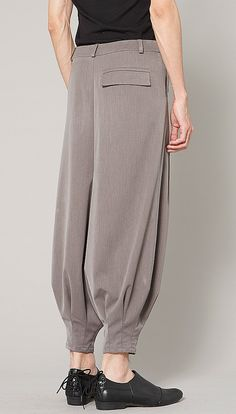 Relaxed Trouser with Soft Pleats by VivacitaShop on Etsy - back detail