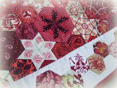 I've just completed my little Stars meet Hexagons quilt and it is settling in at home. How do you settle in a new quilt? Sometimes, but ra...