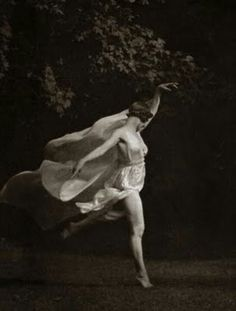 Isadora Duncan. Dancer. Free spirit.