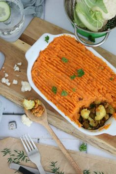 Oven dish with cauliflower and sweet potato - Good food with Linda - Oven dish with cauliflower and sweet potato. This oven dish recipe has an Eastern twist. Oven Dishes Recipes, Vegetarian Recipes Easy, Healthy Recipes, Eat Healthy, Base Foods, My Favorite Food, Kids Meals, Love Food, Food And Drink