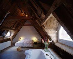 30+ Cozy Rustic Attic Bedroom Ideas