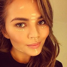Chrissy Teigen Shows Us Exactly How to Use Face Highlighter. Bc who doesn't want to look like her, really? All Things Beauty, Beauty Make Up, Hair Beauty, Kiss Makeup, Eye Makeup, Hair Makeup, Highlights, Highlighter Makeup, Concealer
