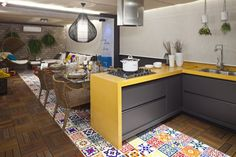 Ouse na escolha do piso da sua cozinha. Ladrilho hidráulico