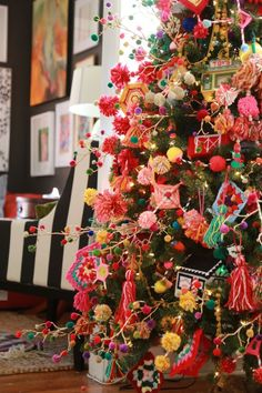Bohemian Funk Granny Chic Dream Tree - Aunt Peaches - Vanessa May - Bohemian Funk Granny Chic Dream Tree - Aunt Peaches Cooler geht nicht mehr ❤ Tannenbaum mit Pompoms l Yarn granny tree Aunt Peaches - Bohemian Christmas, Pink Christmas, Winter Christmas, All Things Christmas, Christmas Holidays, Christmas Crafts, Colorful Christmas Tree, Christmas Thoughts, Crochet Christmas Trees