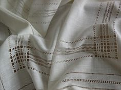 17 best images about deshilados on sachet bags Hardanger Embroidery, White Embroidery, Embroidery Patterns, Hand Embroidery, Stitch Patterns, Drawn Thread, Thread Work, Types Of Textiles, Types Of Stitches