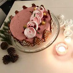 puolukkakakku | Leivonta, Juhli ja nauti, Jälkiruuat, Makea leivonta | Soppa365 Deli, Panna Cotta, Birthday Cake, Candy, Baking, Ethnic Recipes, Sweet, Desserts, Food