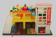 I always wanted this one, but at least I had friends who did. Loved the elevator!