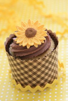 sunflower cupcakes | sunflower cupcake