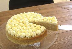 Superlækker æblekage med et sommerligt pift Danish Dessert, Cake Decorating Tips, Sweet Cakes, Cakes And More, No Cook Meals, Delicious Desserts, Bacon, Good Food, Food And Drink