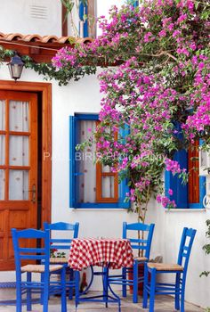 A Corner Table in Skiathos, Greece A beautiful corner. I want to have breakfast at this place!!!!!!!