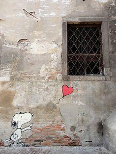 street art of Snoopy and a heart balloon Murals Street Art, 3d Street Art, Art Mural, Street Art Graffiti, Street Artists, Banksy Graffiti, Arte Banksy, Bansky, Illustration Art