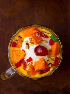 Pune's special drink Mango Mastani recipe. Mastani is nothing but a thick milkshake served with a big dollop of icecream. It's a concoction of fruit juice with milk, ice-cream Indian Desserts, Indian Sweets, Indian Food Recipes, Easy Veg Recipes, Mango Recipes, How To Make Crisps, Veg Appetizers, Glazed Cherries, Delicious Desserts