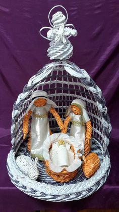 And a child was born. Christmas Baskets, Christmas Nativity, Christmas Bulbs, Christmas Crafts, Christmas Decorations, Paper Weaving, Weaving Art, Willow Weaving, Basket Weaving