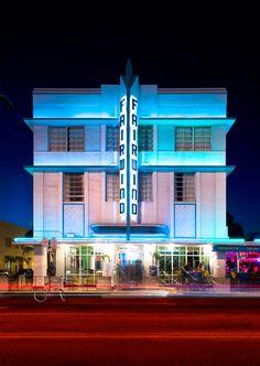 The Art Deco-style Fairwind Hotel on Miami Beach's Collins Avenue was designed by L. Murray Dixon in South Beach Miami, Miami Florida, South Florida, Bauhaus, Neon Licht, Miami Art Deco, Kitsch, Streamline Moderne, Street Art