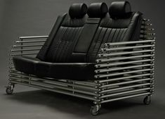 Кожаное кресло или диван стоят недешево. А если еще с подголовником и чтобы регулировался наклон спинки и поясничный упор? Вы скажете, что такой мебели не бывает. Наверное, но ее можно сделать самим из старых автомобильных кресел. Старые автомобильные кресла можно недорого купить через газеты бесплатных объявлений, или на так называемых «разборках» — рынках, где продают бывшие в употреблении запчасти к иностранным автомобилям.