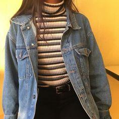 gestreifter Rollkragen + Jeansjacke + schwarze Oans Woman Denim Jacket woman within black denim jacket Grunge Outfits, Retro Outfits, Mode Outfits, Trendy Outfits, Fall Outfits, Vintage Outfits, Fashion Outfits, 80s Style Outfits, Winter Outfits Tumblr