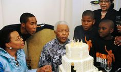 Nelson Mandela celebrates 92nd birthday with friends and family