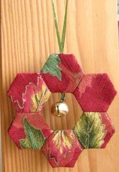 Quilted wreath decoration