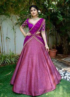 Party Wear Indian Dresses, Party Wear Lehenga, Indian Gowns Dresses, Indian Bridal Outfits, Indian Fashion Dresses, Indian Designer Outfits, Bridal Lehenga, Wedding Saree Blouse Designs, Half Saree Designs