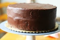 Beautiful tutorial for icing a cake flawlessly from savorysweetlife.com